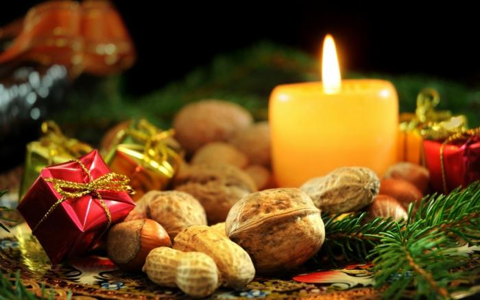 romantisch wohnen nüsse stumpenkerzen tannenbaumzweige tischdeko