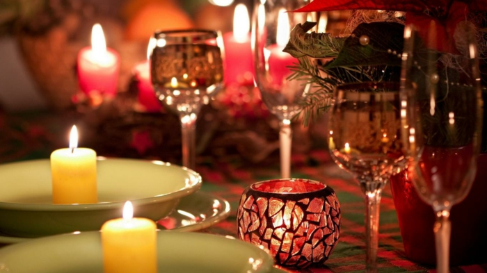 romantisch-wohnen-weihnachten-tischdeko-kerzen-windlichter