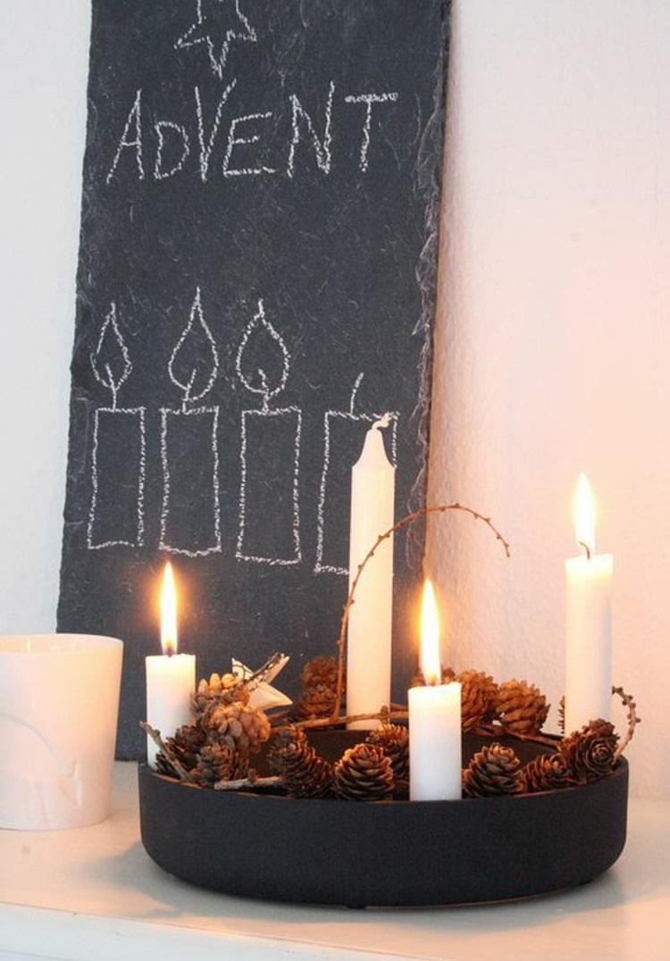 schöne Weihnachtsdeko einfache moderne Adventskränze 4 Kerzen