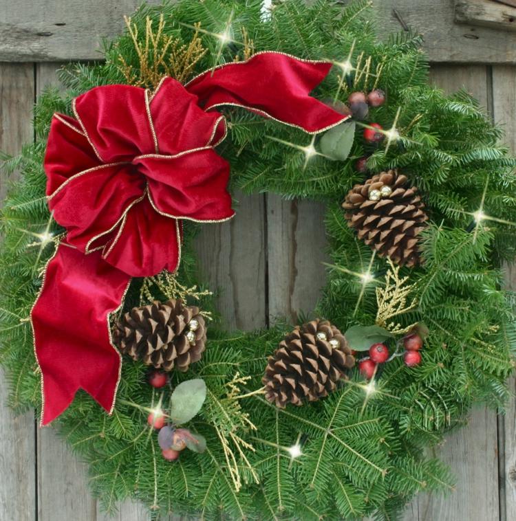 schöne weihnachtsdeko ideen weihnachtskranz selber machen türkranz