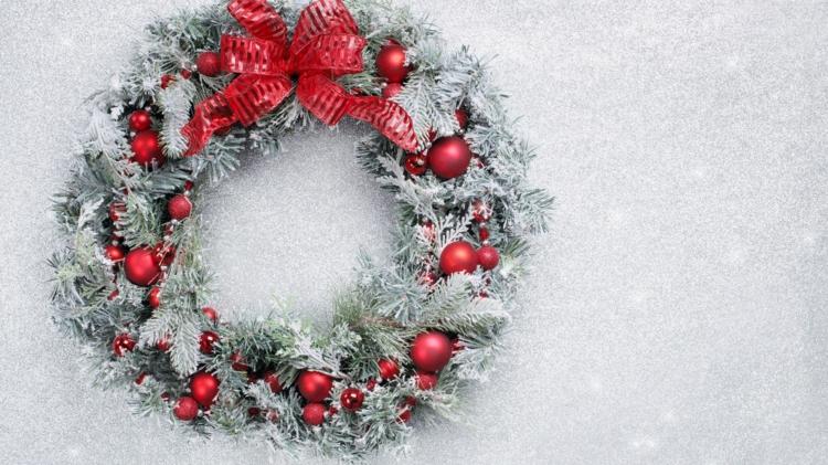 schöne weihnachtsdeko ideen weihnachtskranz türkranz weihnachten