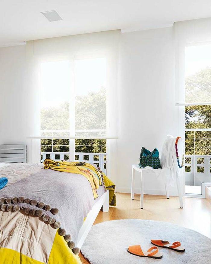 schlafzimmer einrichten frisch geräumig raffrollo
