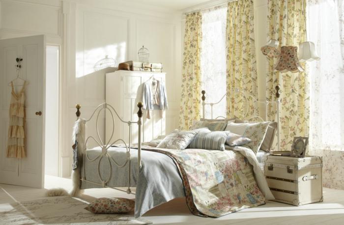 schlafzimmer möbel bett shabby chic deko gardinen ideen blumenmuster