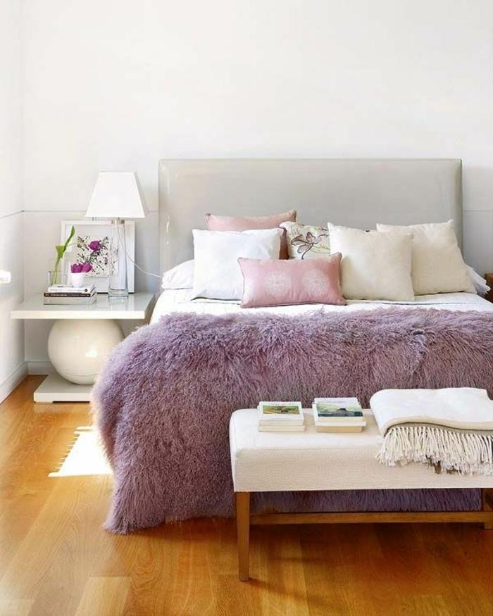 schlafzimmereinrichtung fell tagesdecke lila leder kopfteil bettbank