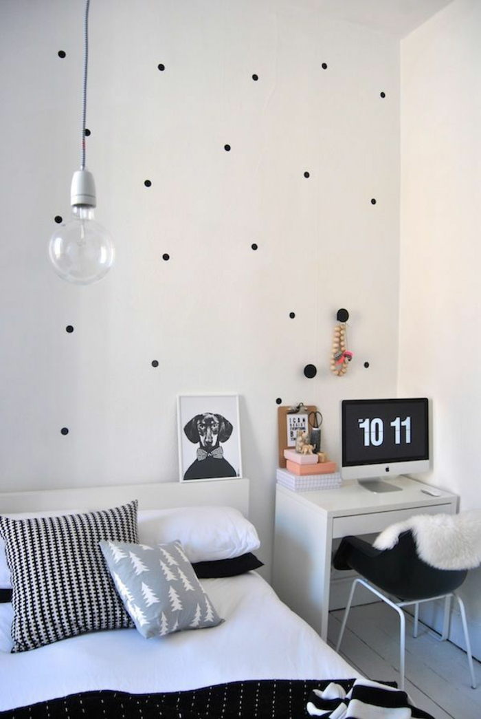schlafzimmergestaltun gepunktete wand tagesdecke minimalistisch pendelleuchte glühbirne