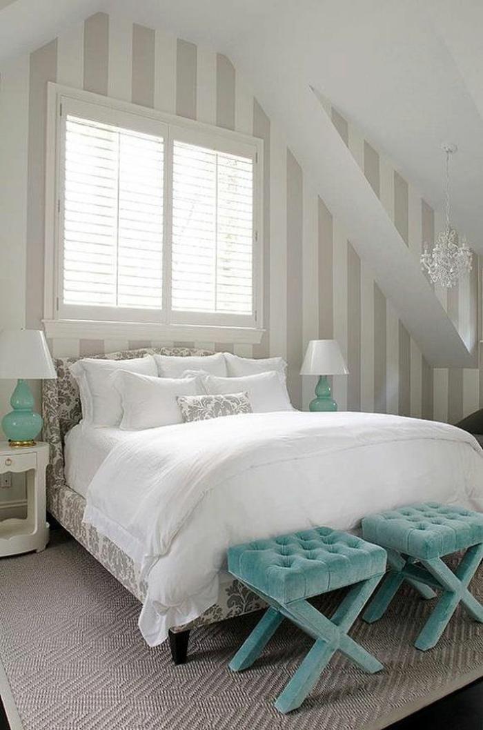 schlafzimmergestaltung wanddekoration breite streifen weiß grau seladongrüne akzente