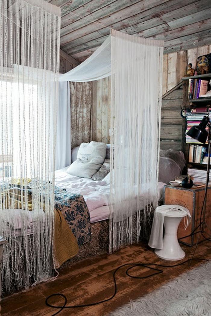 schlafzimmergestaltung holzbohlen wandverkleidung deckeverkleidung himmelbett