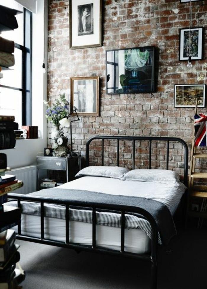 schlafzimmergestaltung metallbett maskulines design offene ziegelwand