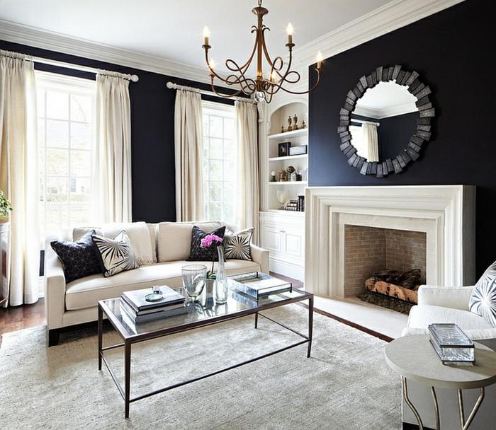 schwarze wandfarbe kamin wohnzimmer lange weiße gardinen