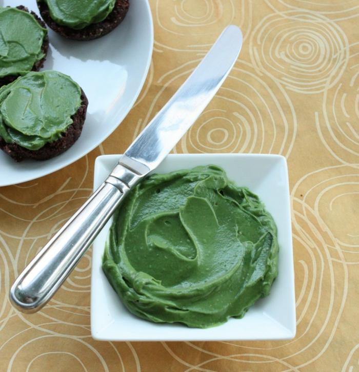 spirulina algen gesunder aufstrich zubereiten