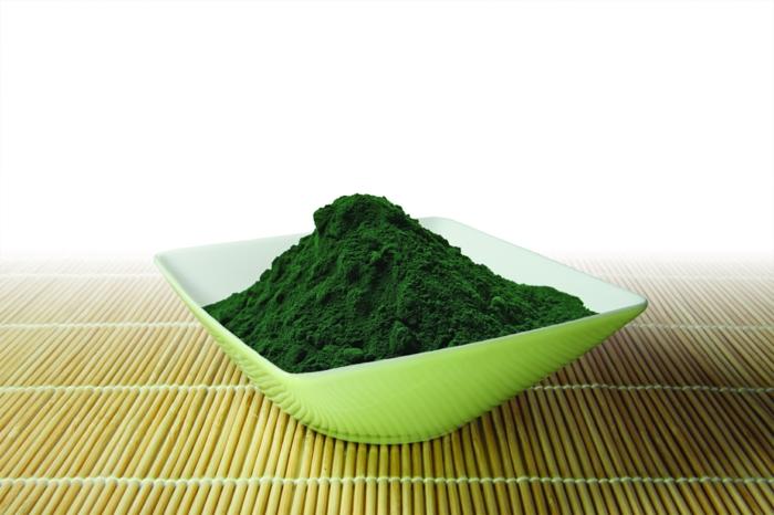 spirulina algen gesundes pulver grün