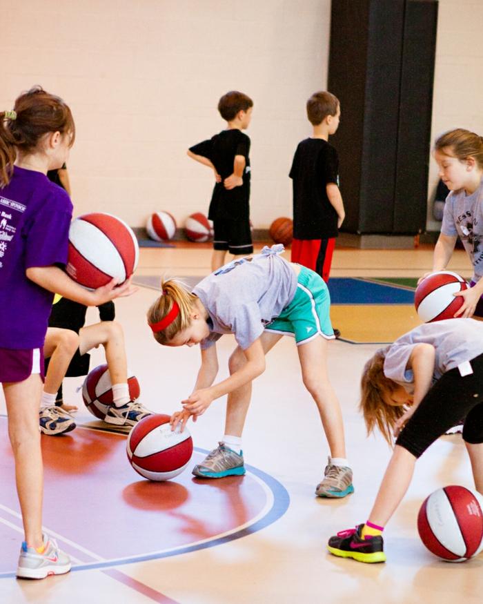 sportarten für kinder basketball spielen mädchen