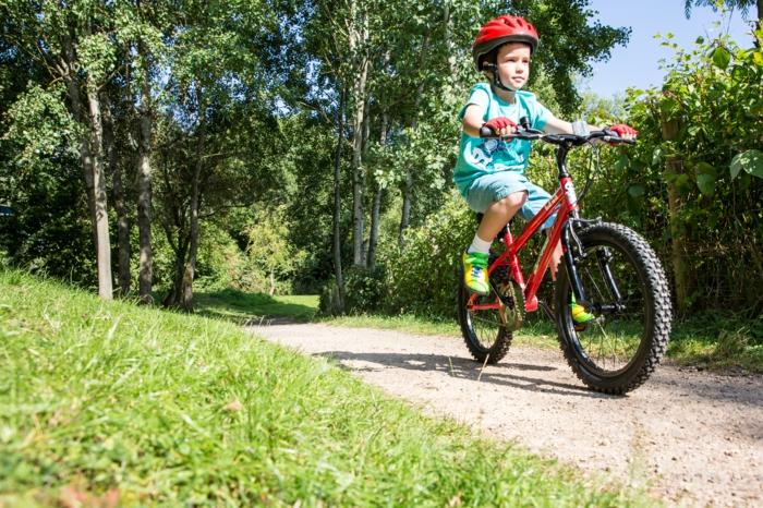 sportarten für kinder junge rad fahren
