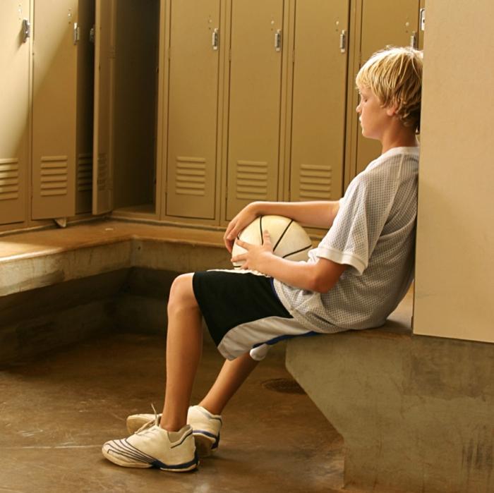 sportarten für kinder jungen ankleideraum basketball treiben