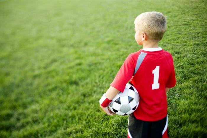 sportarten für kinder jungen fußball trainieren lifestyle