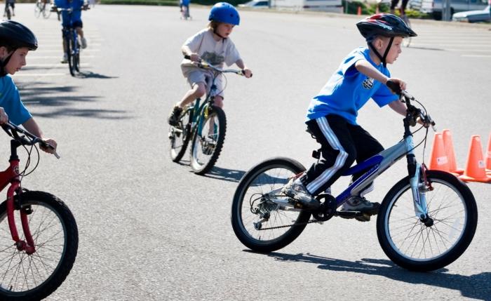 sportarten für kinder jungen rad fahren