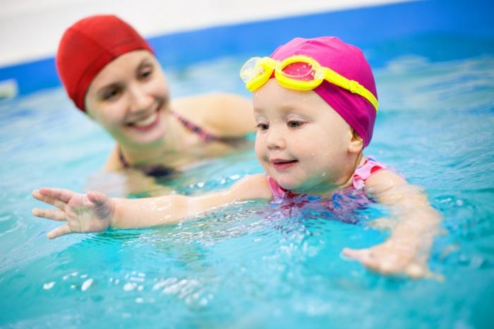sportarten für kinder kleinkinder schwimmen lernen