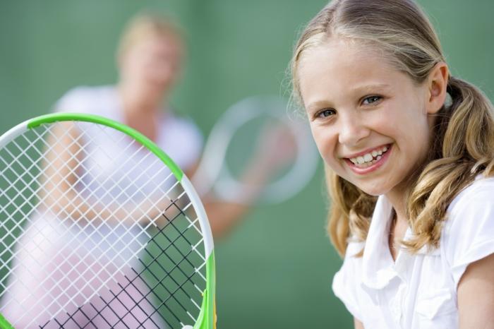 sportarten für kinder mädchen tennis spielen