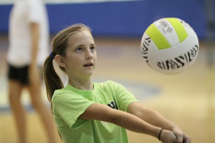 sportarten für kinder volleyball treiben mädchen