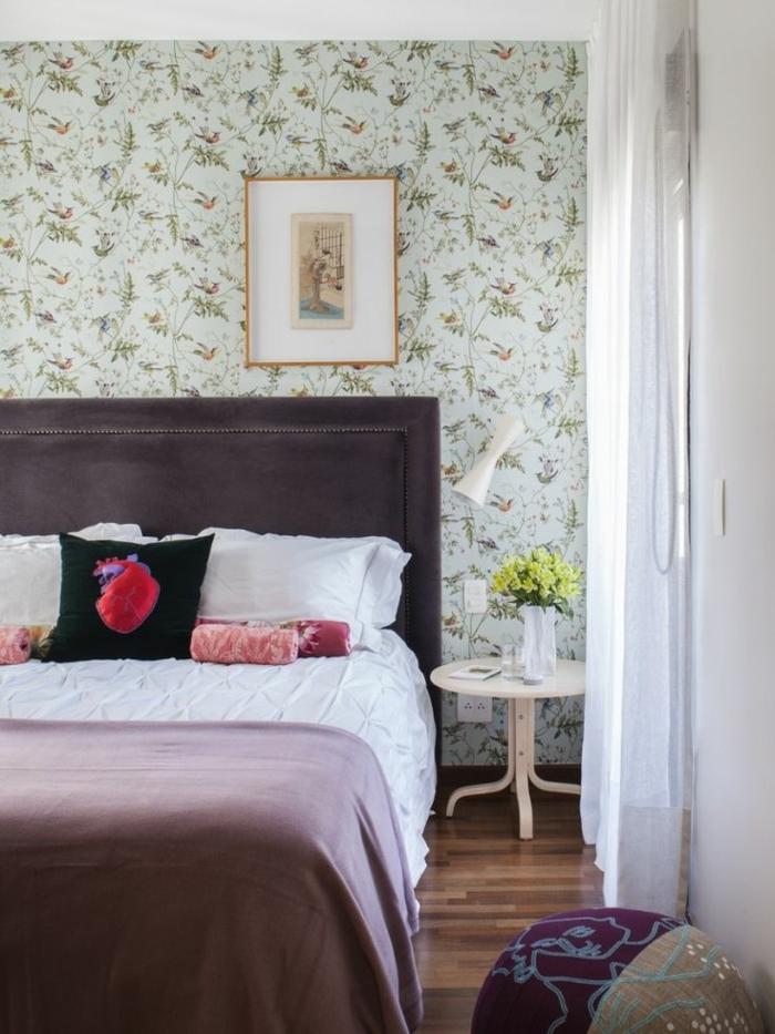 tapete vintage wandgestaltung ideen schlafzimmer hocker