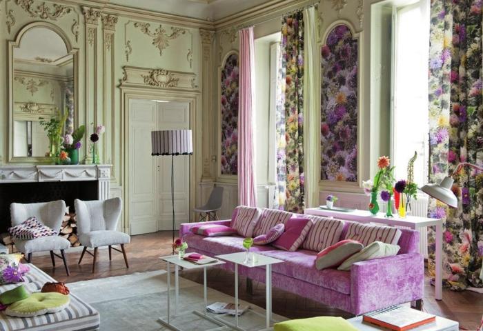 tapete vintage wohnzimmer gardinen lila sofa wandspiegel
