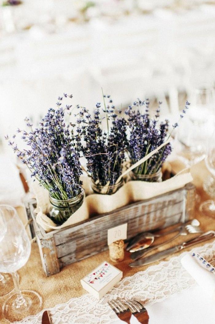 tischdeko hochzeit blumendeko einweckgläser lavendel sommer