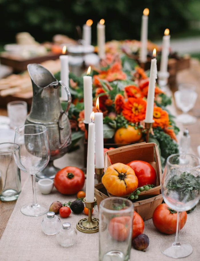 tischdekoration hochzeit blumendeko vintage kanne kerzenständer tomaten
