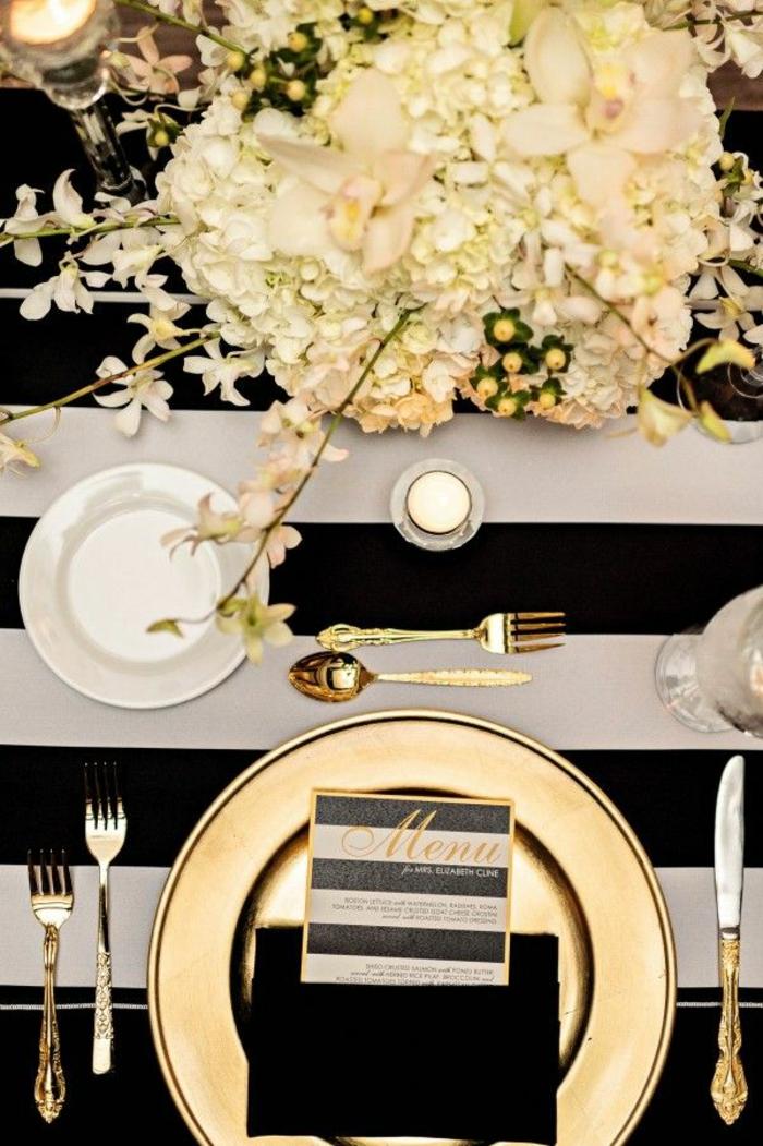 tischdeko hochzeit streifen schwarz weiß goldteller besteck weiße hortensien