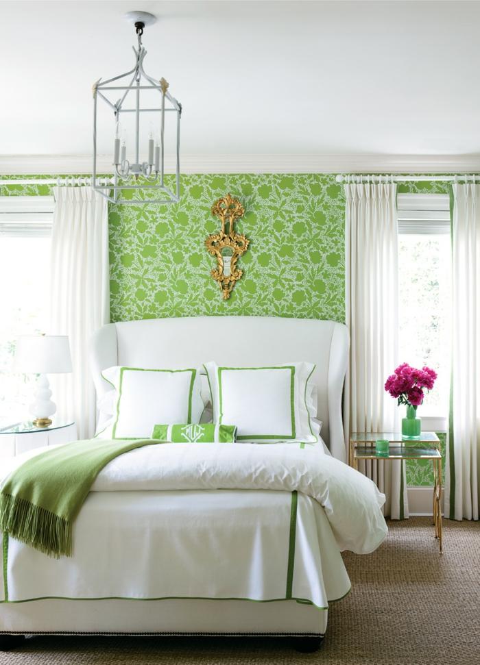 vintage tapete schlafzimmer gestalten grünes muster blumen weiße gardinen