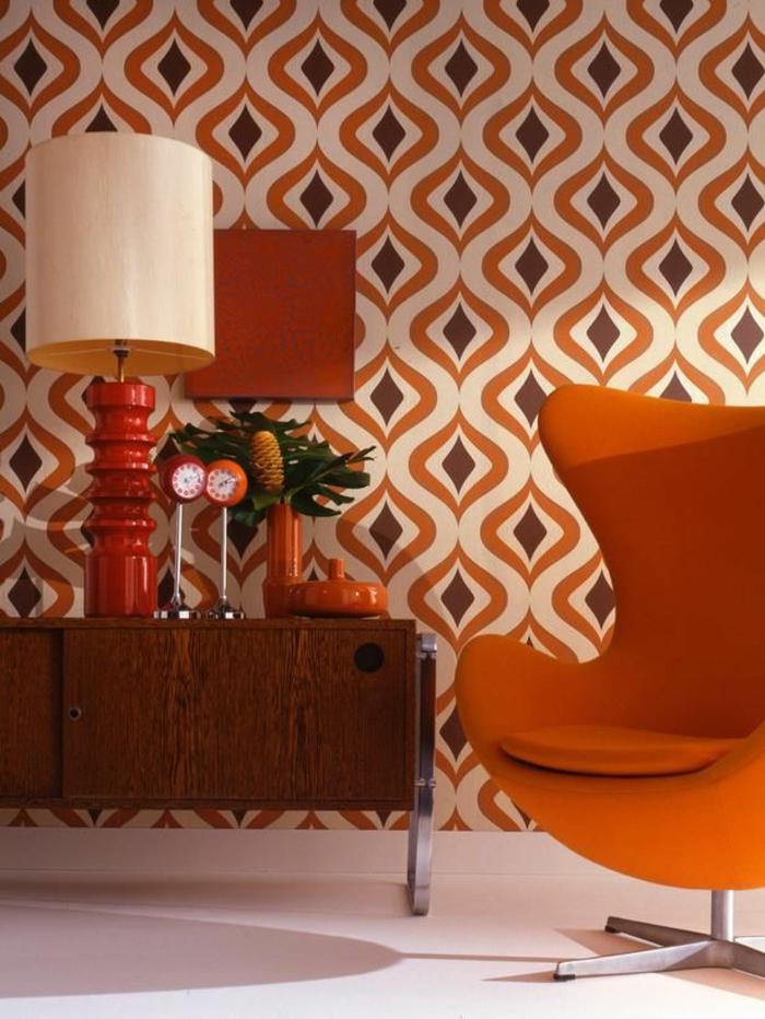 vintage tapete wohnzimmer oranger sessel vintage kommode