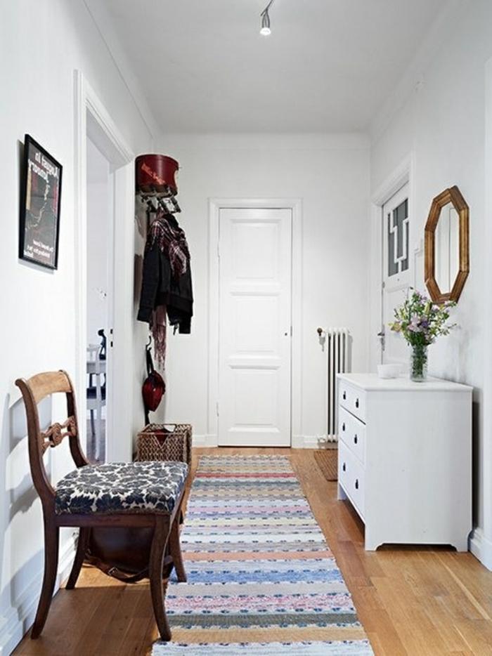 vintage teppiche flur gestalten teppichläufer streifenmuster weiße wandfarbe