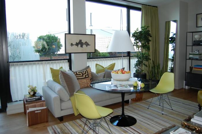 vintage teppiche wohnbereich gestalten lange grüne gardinen streifenteppich
