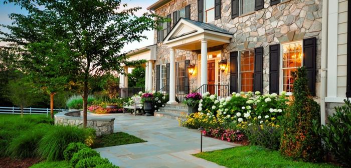 vorgarten pflanzen schöne landschaft gartenplatten gartenleuchten