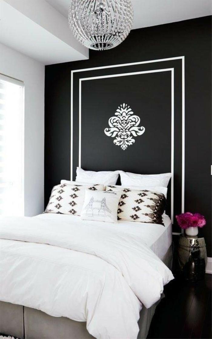 wandfarben ideen schlafzimmer schwarze akzentwand weiße bettwäsche blumen