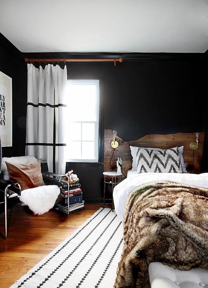wandgestaltung ideen schlafzimmer schwarze wände rustikales bettkopfteil weißer teppich streifen