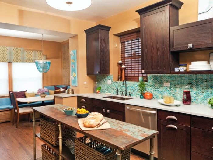 wandgestaltung küche frische mosaikfliesen essbereich raffrollo