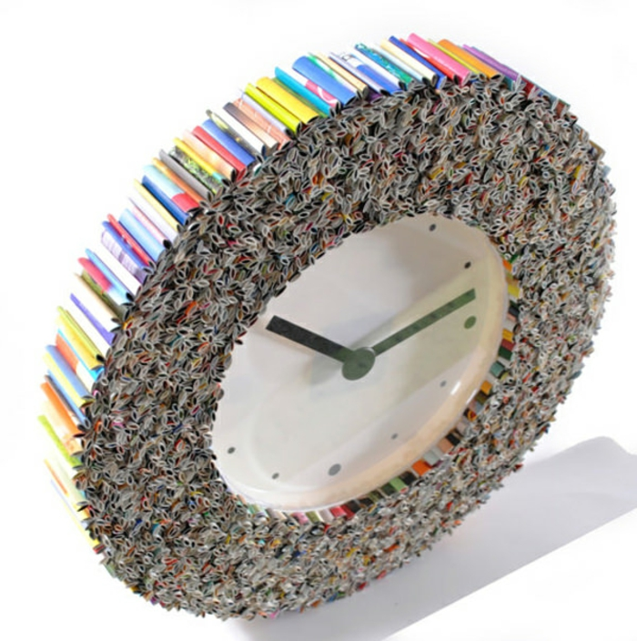 wanduhr design altes papier rollen recycled