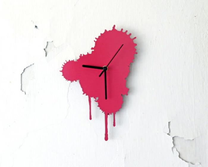 wanduhr design farbspritzer rosa