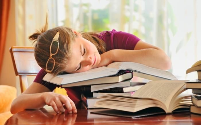 was tun gegen prüfungsangst übermüdete studentin