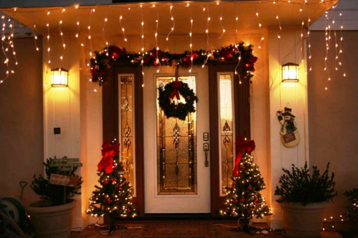 weihnachtsdeko für draussen eingang dekoideen lichterketten weihnachtskranz