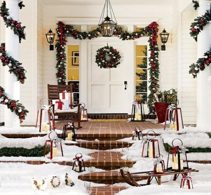weihnachtsdeko für draussen eingang dekorieren treppen weihnahtskranz dekoketten