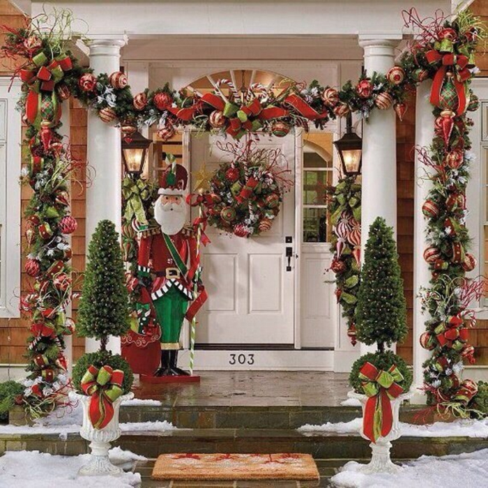 weihnachtsdeko für draussen eingang dekorieren weihnachtsmann festlich