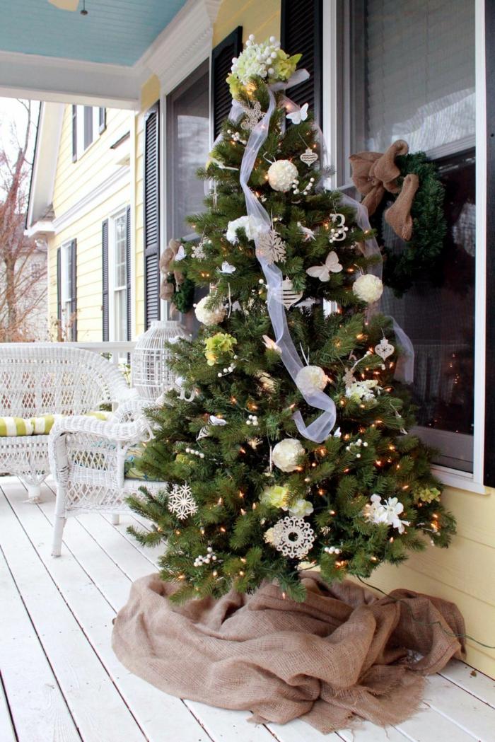 weihnachtsdeko für draussen weihnachtsbaum außenbereich dekorieren