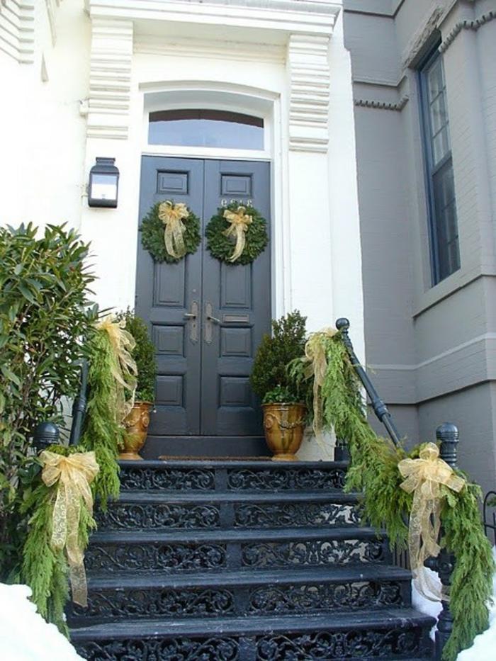 weihnachtsdeko für außen eingang dekoideen treppengeländer dekorieren weihnachtskränze
