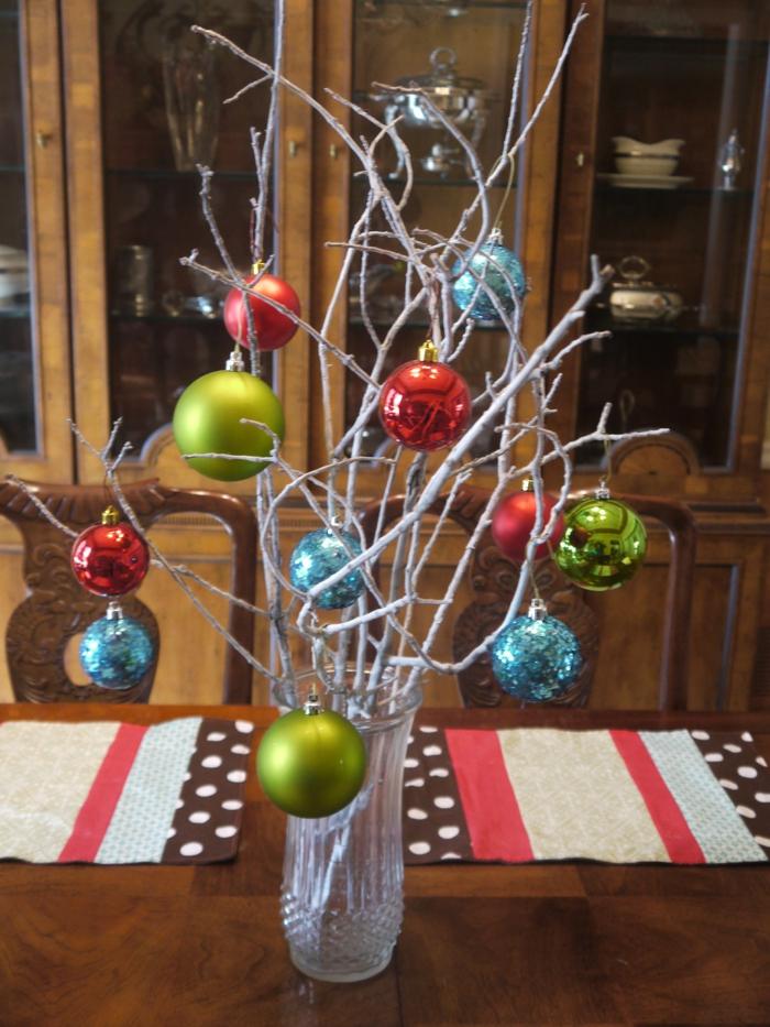weihnachtsdeko ideen tischdeko baumanhänger tischläufer weihnachten