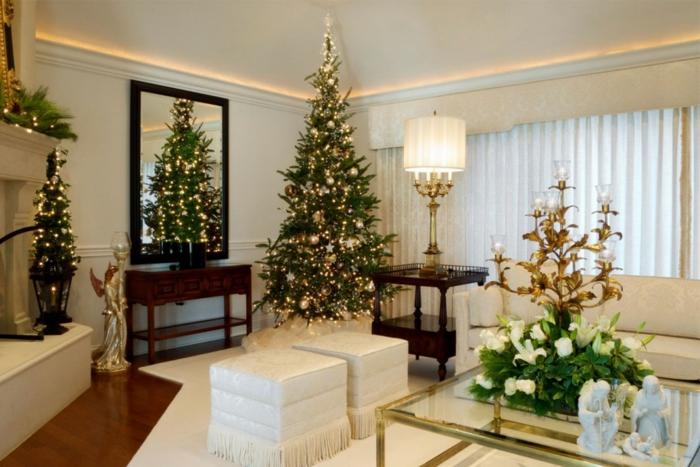 weihnachtsdeko ideen tischdeko wandspiegel weiße hocker goldene elemente