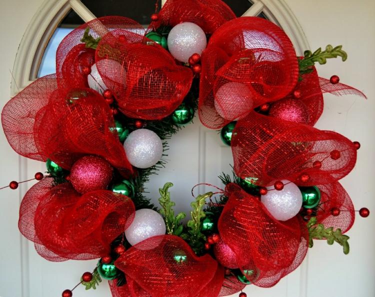 weihnachtskranz basteln weihnachtsdeko ideen weihnachtskugeln türkranz weihnachten