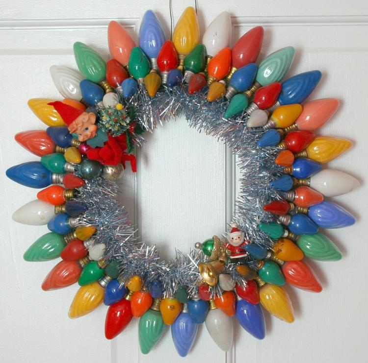 weihnachtskranz selber basteln bunte glühbirnen diy projekte weihnachtsdeko ideen