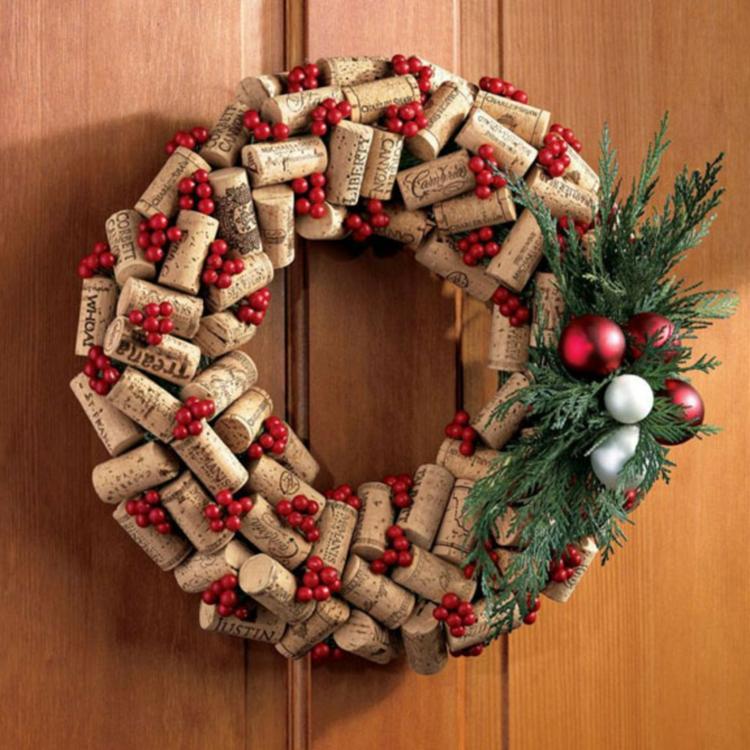 überlegen Weihnachtssachen Zum Selber Basteln Part - 7: weihnachtskranz selber basteln korkverschlüsse türkranz weihnachten