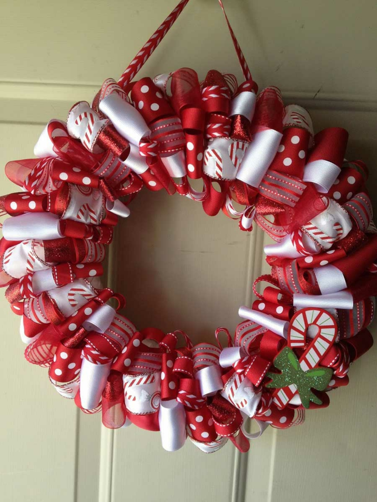 weihnachtskranz selber basteln weihnachtlicher türkranz basteln